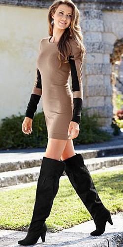 Сексуальные девушки в обтягивающей одежде и короткой юбке 1 фотография